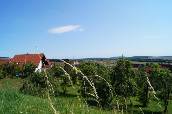 Blick vom Bauplatz aus nach Osten über Weißbach